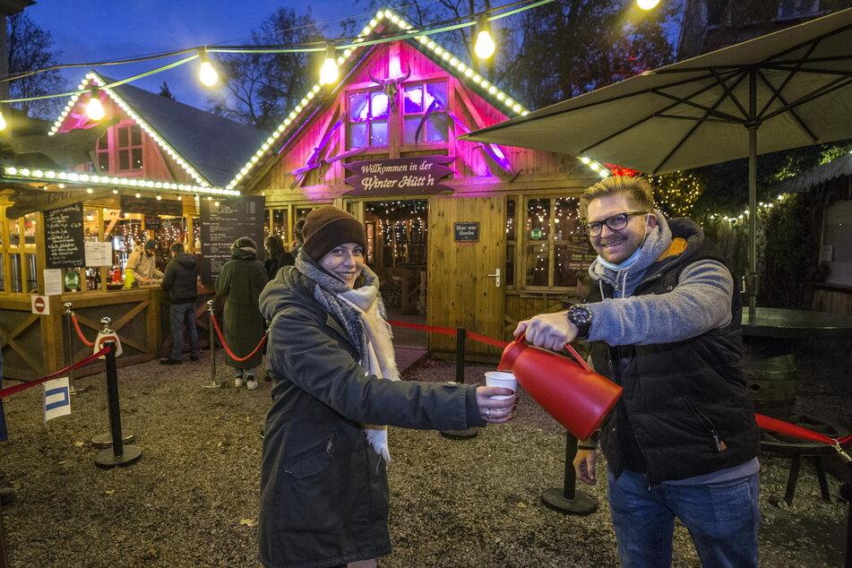 Nach 20 Uhr wird an der Bude von Josef Dölle in der Louisenstraße kein Glühwein mehr ausgeschenkt.