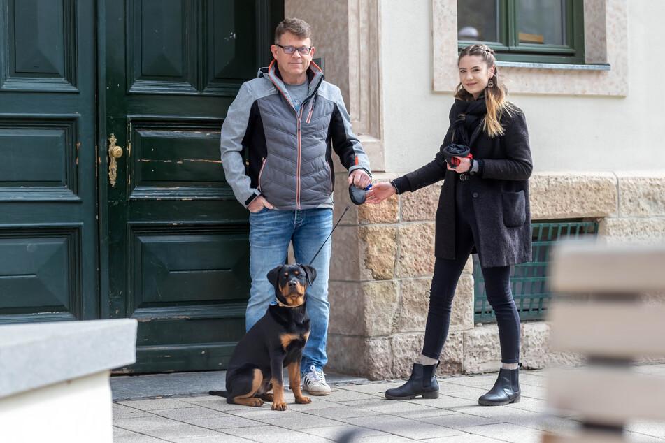Nachbarschaftshilfe auf dem Brühl geht mit dem Hund Gassi