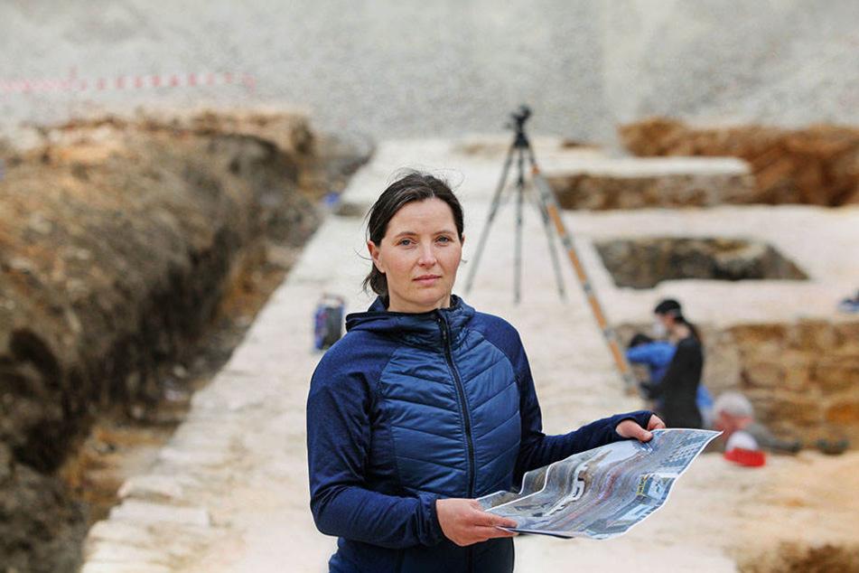 Ausgrabungsleiterin Susanne Schöne (42) ist seit Februar gemeinsam mit ihrem Team mit der Freilegung der Festungsmauer beschäftigt.