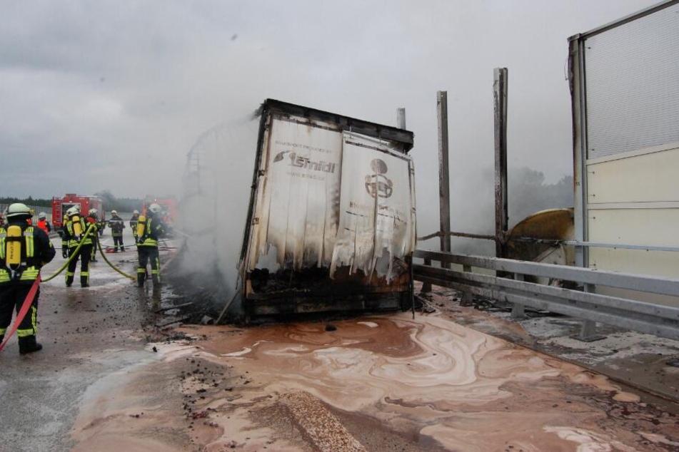 Kakao-Laster fängt Feuer: Braune Suppe läuft über Autobahn