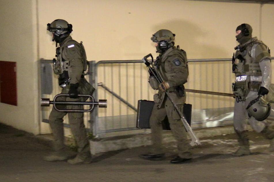 Ein SEK beendete die Bedrohungslage in Monheim durch die Festnahme des Mannes.