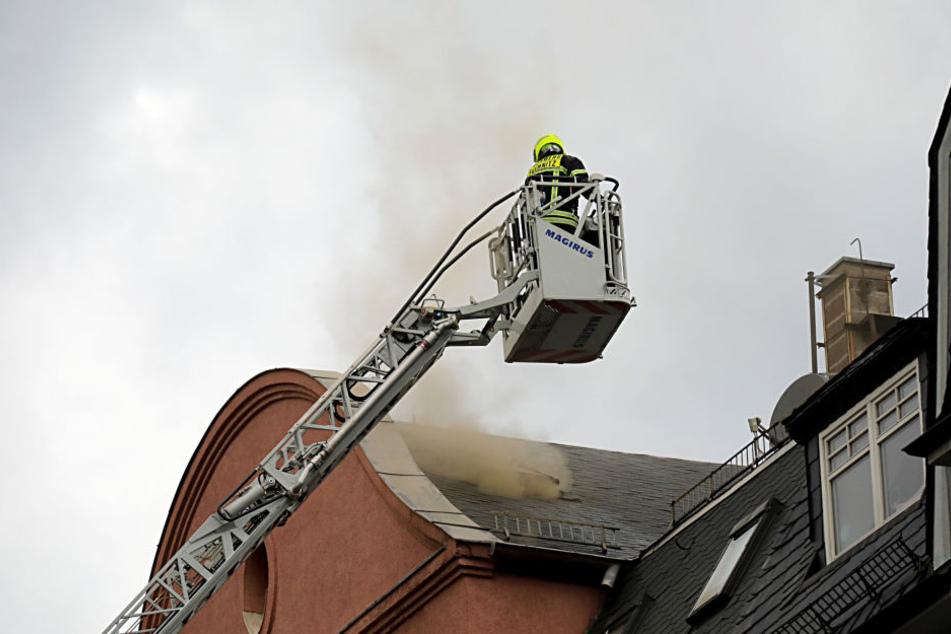 Der Brand entstand in einer Dachgeschosswohnung.