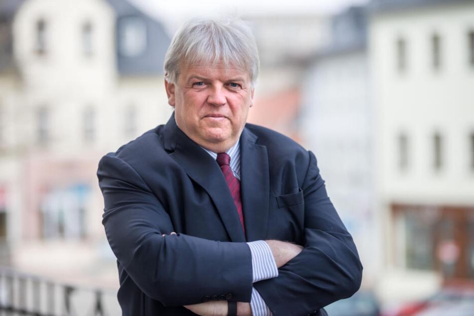 Dieter Greysinger (54, SPD) liegen Hainichens alte Villen sehr am Herzen.