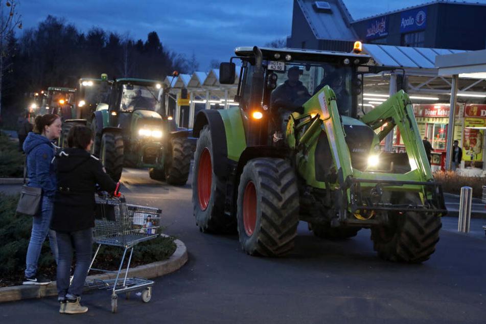 Die Bauern hatten sich auf dem Kaufland-Parkplatz getroffen und sind dann in Richtung Autobahn gefahren.