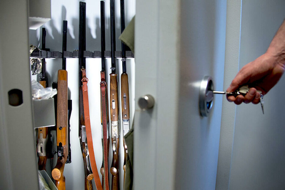Sportschützen und Jäger müssen einen Waffenschrank vorweisen. Und nur der Berechtigte darf Zugang zum Schlüssel haben.