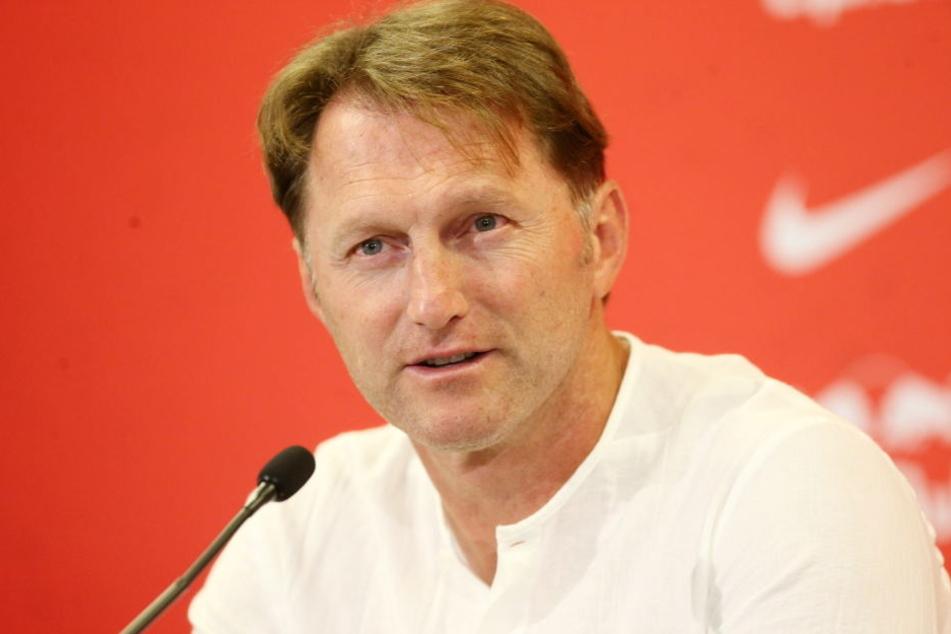 Hasenhüttl äußerte sich auf der Pressekonferenz geschockt zu den Vorfällen in Dortmund (Archivbild).