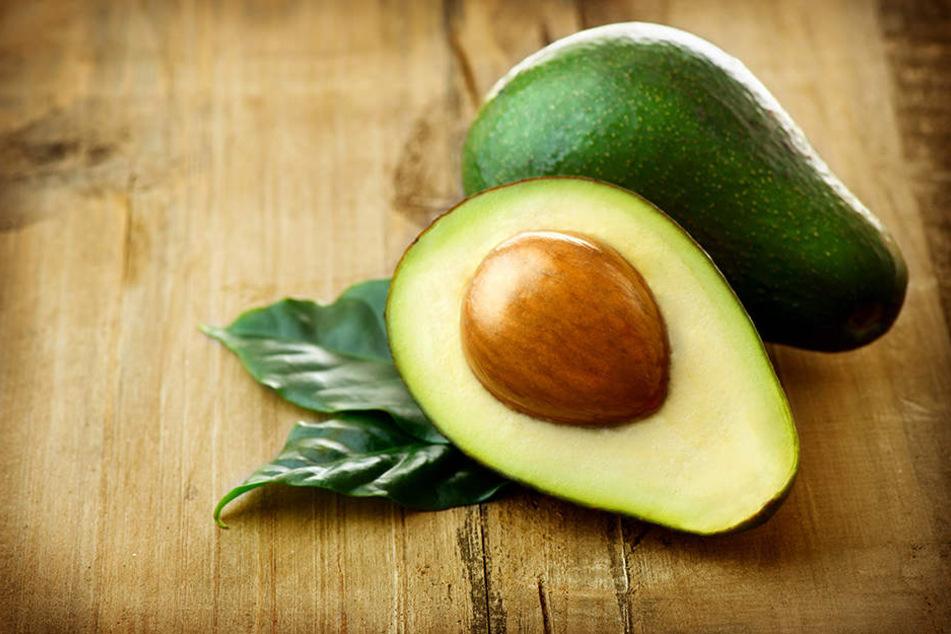 Avocados enthalten hohe Mengen an Folsäure, welche sich positiv auf die Hormonproduktion auswirken.