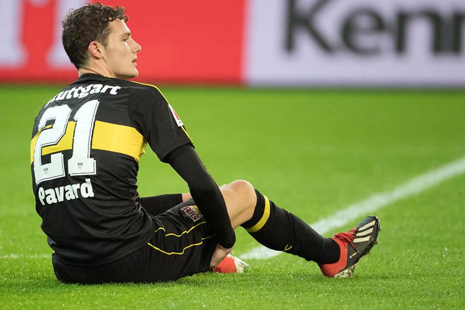 VfB Stuttgarts Verteidiger Benjamin Pavard unterlief im Auswärtsspiel gegen Gladbach ein bitteres Eigentor und zog sich ein Muskelbündelriss zu.