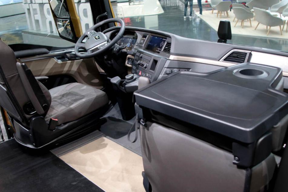 Blick in das Fahrerhaus eines neu entwickelten Lastwagens von MAN.