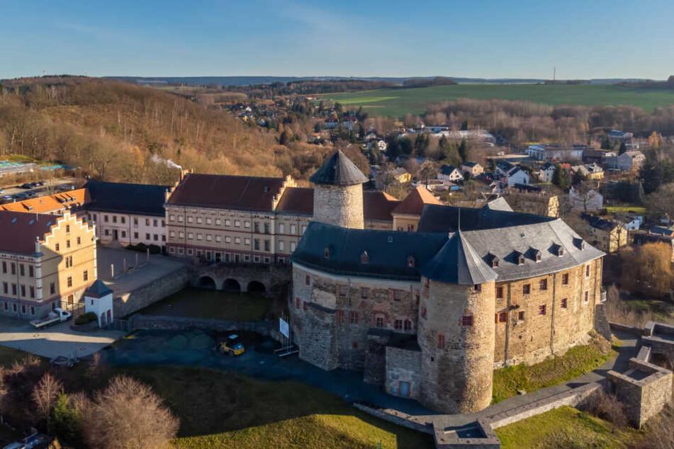 """Auf Schloss Voigtsberg weckt die Sonderausstellung """"Kaufrausch im Kinderzimmer"""" Erinnerungen."""