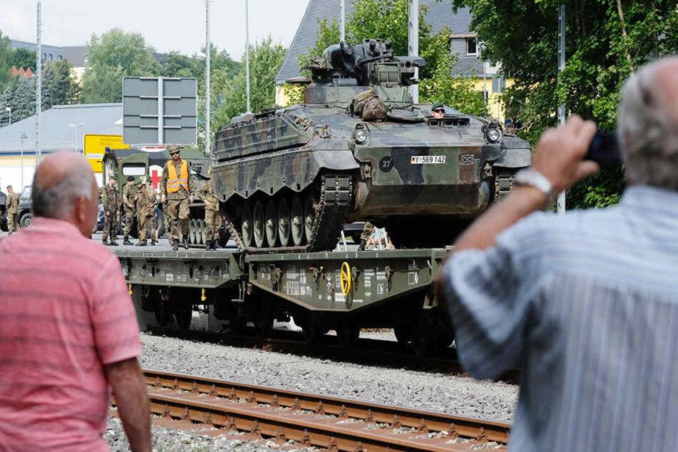 Was machen diese Panzer in Sachsen!?