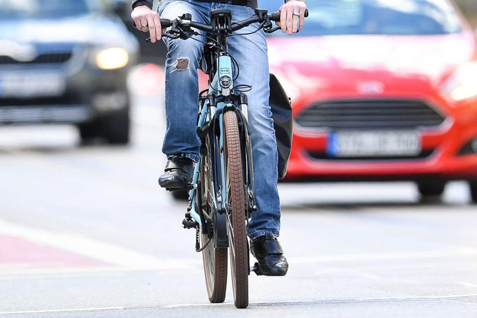 Unter Einfluss von Drogen und Alkohol hat ein Mann mit seinem E-Bike einen Unfall gebaut (Symbolbild).