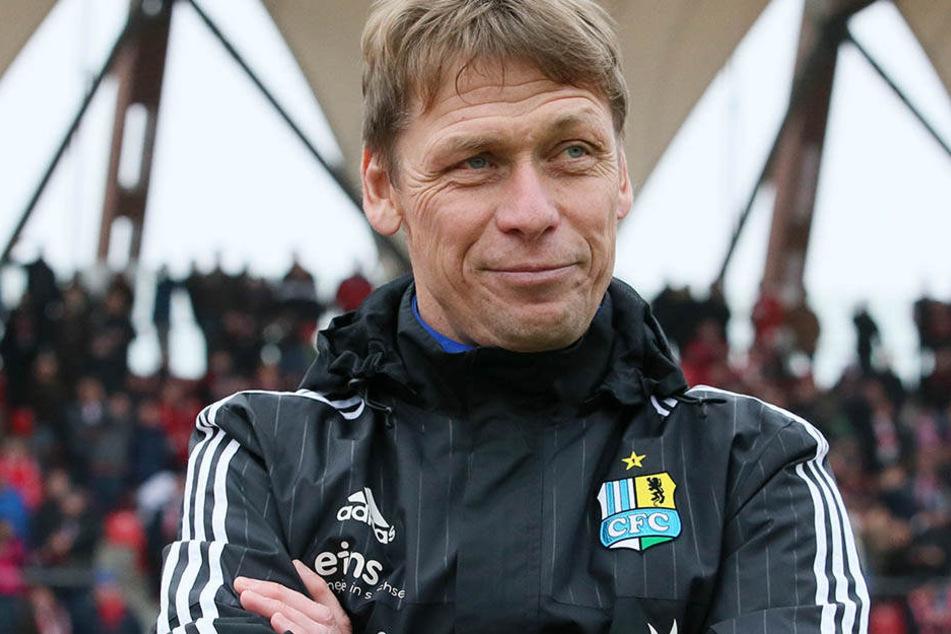 Trainer Sven Köhler lächelt. Das wurde aber auch mal wieder Zeit.