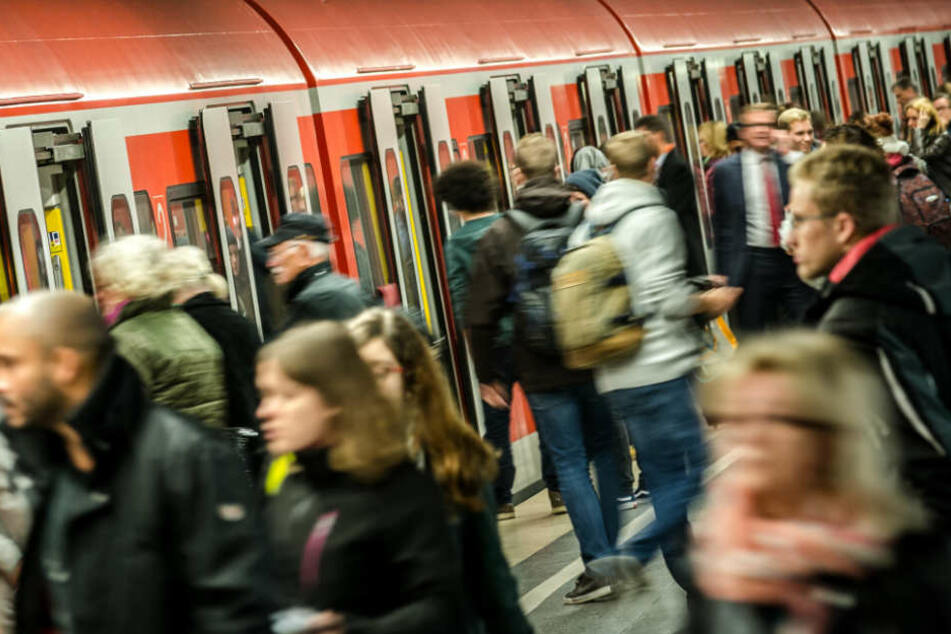 Der Ton zwischen Fahrgästen und DB-Mitarbeitern wird immer rauer. (Symbolbild)