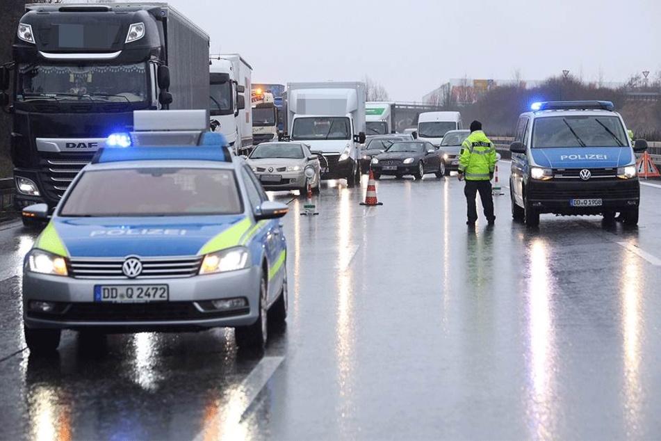 Der Verkehr auf der A4 wurde auf den Standstreifen umgeleitet.