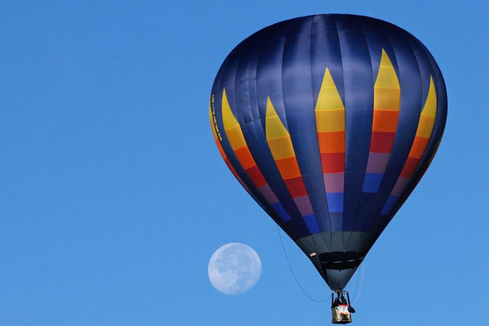 16 Menschen im Heißluftballon, kurz nach Start passiert das Unglück