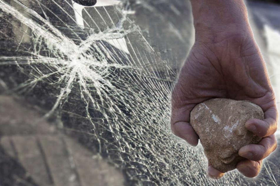 Der Mann hatte mehrere Autos mit Steinen beschmissen.