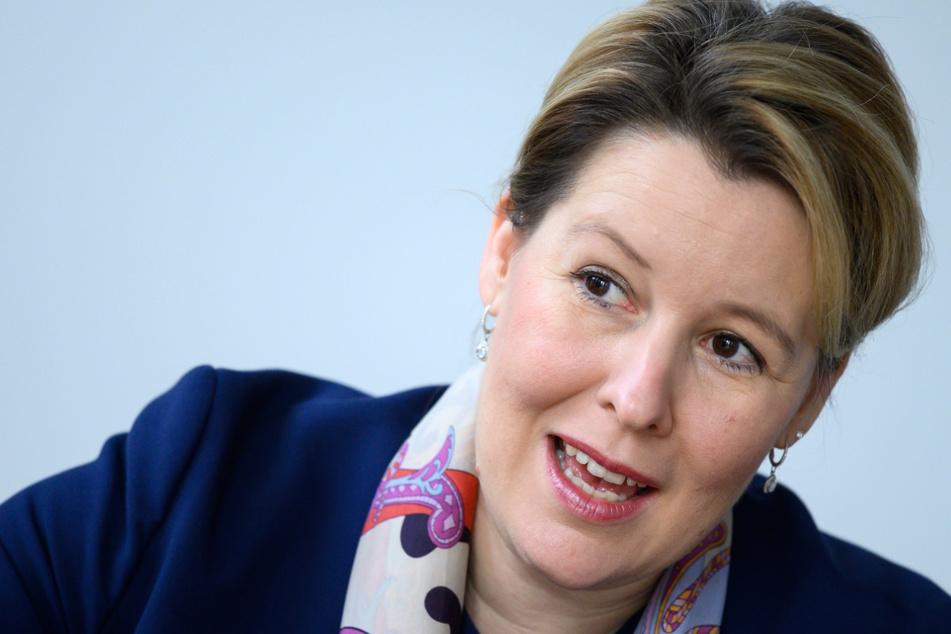 Franziska Giffey (SPD), Bundesfamilienministerin, sitzt bei einem Interview mit der Deutschen Presse-Agentur dpa im Bundesministerium für Familie, Senioren, Frauen und Jugend.