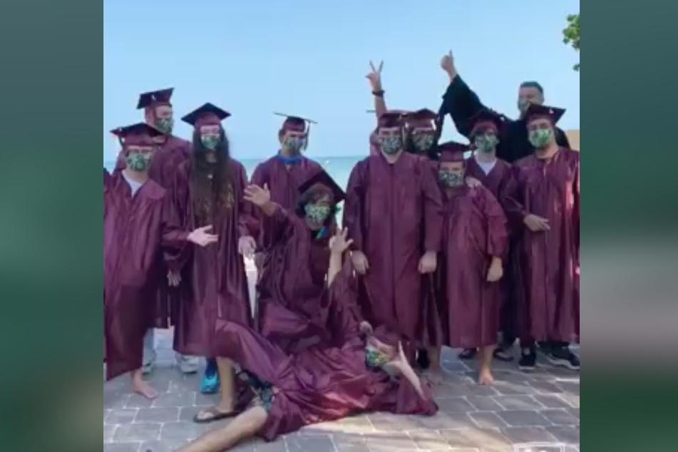 Die stolzen Absolventen.