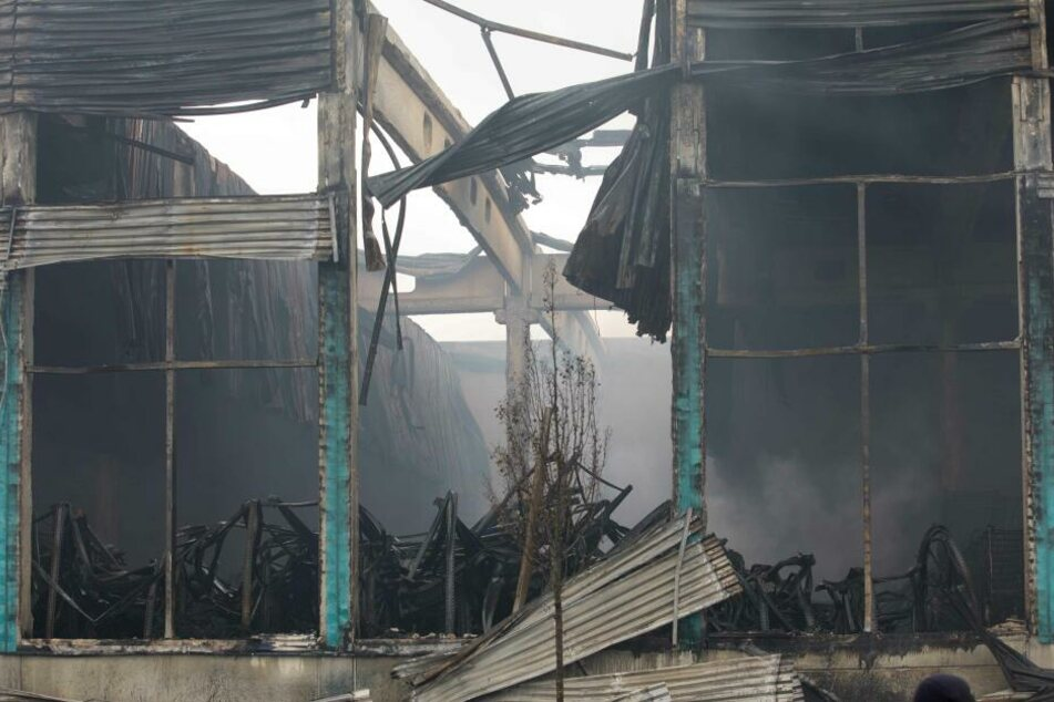 Ermittler suchen nun nach der Brandursache in der abgebrannten Lagerhalle in Oederan.