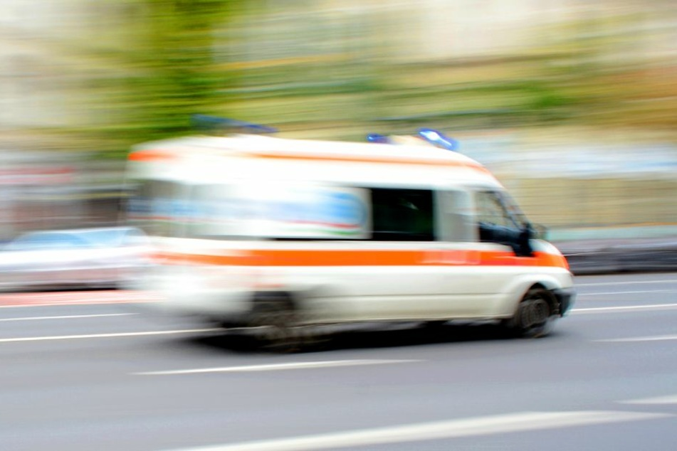 Der 25-Jährige musste mit einer Schnittverletzung ins Krankenhaus. (Symbolbild)