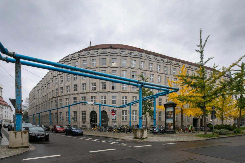 Im Zentralen Bürgerbüro in der Altstadt werden die Perso-Anträge bearbeitet - es hat dieses Jahr ganz gut zu tun.