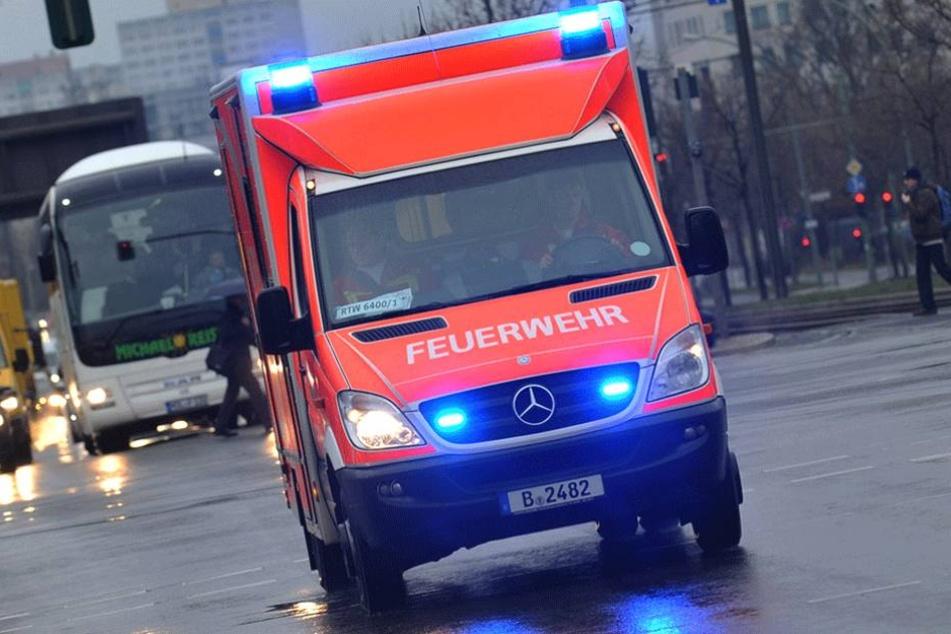 Mehrere Menschen mussten verletzt ins Krankenhaus gebracht werden (Symbolbild).