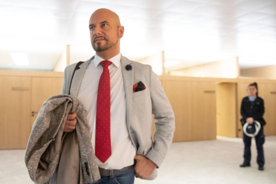 Erst durch einen Polizeieinsatz verließ AfD-Landtagsabgeordneter Stefan Räpple das Landtags-Plenum.