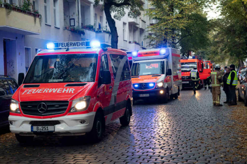 Feuerwehr-Großaufgebot in Neukölln: Verletzter bei Wohnungsbrand