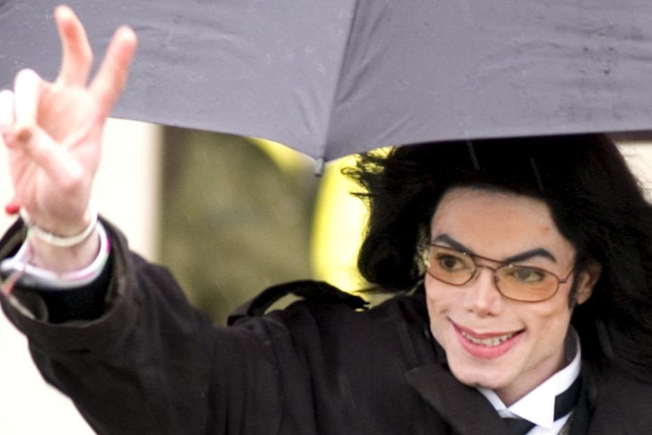 """Dass Michael Jackson (†62, im Bild), der """"King of Pop"""", ihn belästigt haben soll, verwies Macauly Culkin (40) ins Reich der Mythen."""