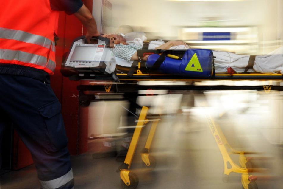 Alle drei Schwerverletzten kamen jeweils in ein Krankenhaus (Symbolbild).