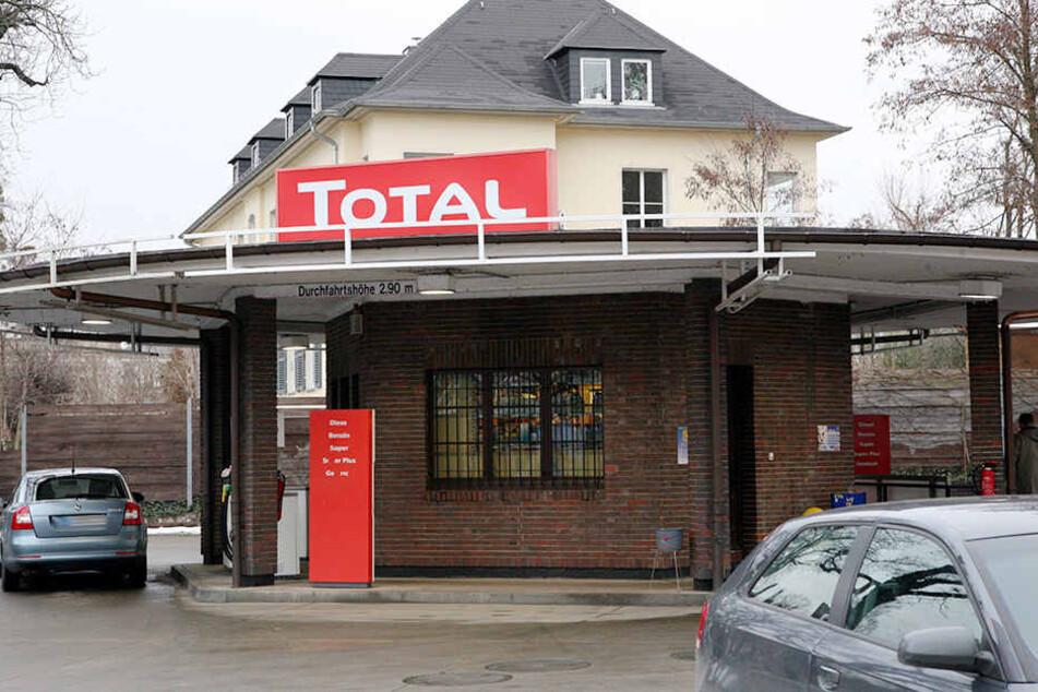 Am Donnerstagabend haben zwei Unbekannte eine Tankstelle an der Bautzner Straße überfallen.(Archivbild)