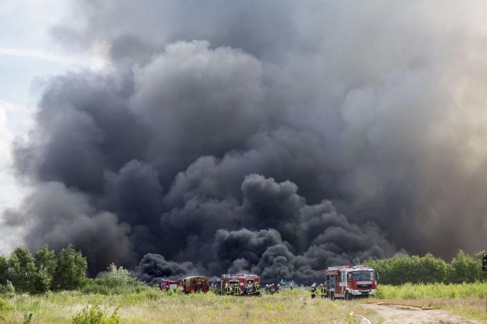 200 Feuerwehrleute bekämpfen den Brand.