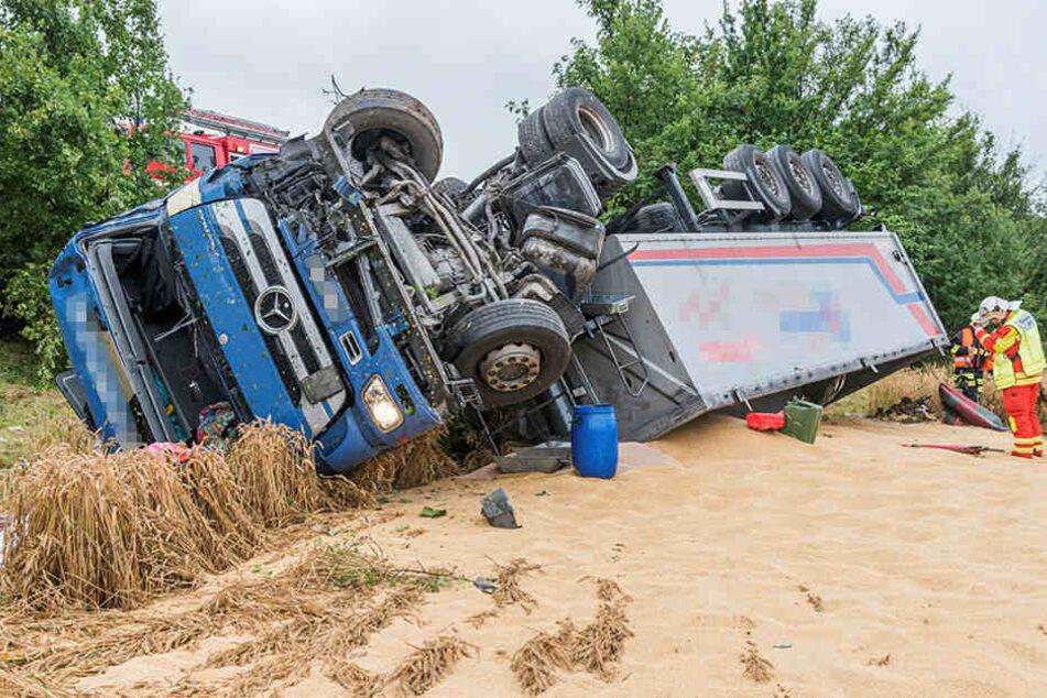 Am Lkw entstand laut Polizei Totalschaden.