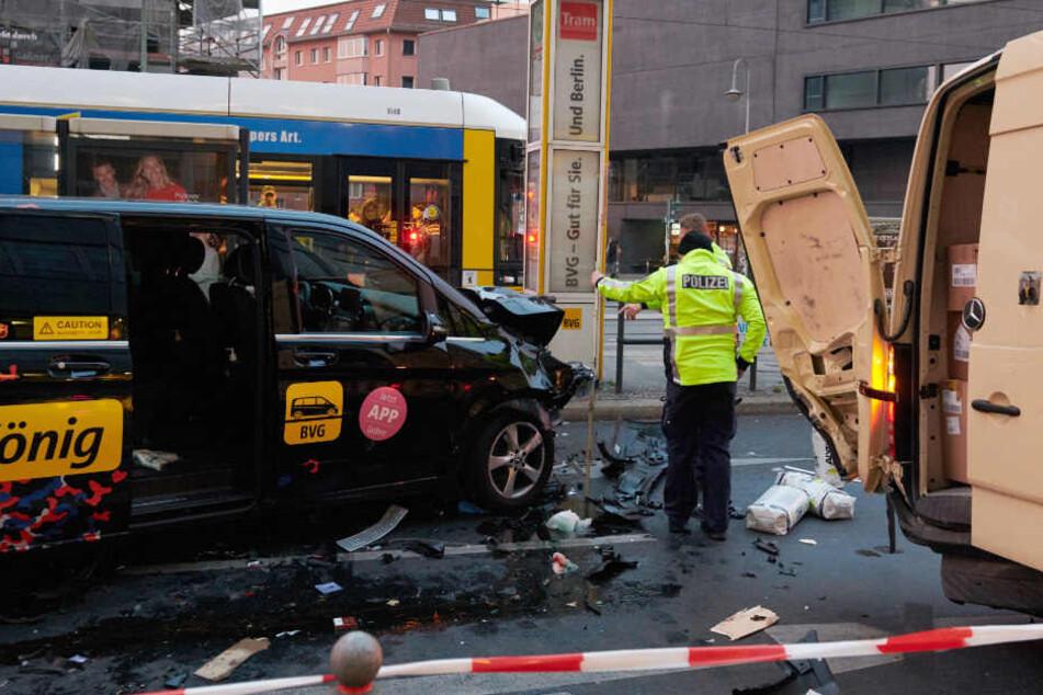 Der BerlKönig sorgte auf der Torstraße für einen schweren Unfall.