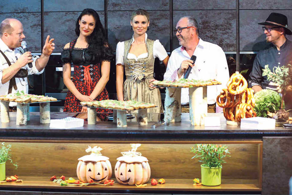 Full House bei der Dating Night  (v.l.): Moderator Mario Dalibor, Model Christiane Schleicher,  Bachelor-Gewinnerin Katja Kühne, Küchenstudio-Chef Dirk Hähnchen sowie Frank  Sommerfeld von ART Catering.