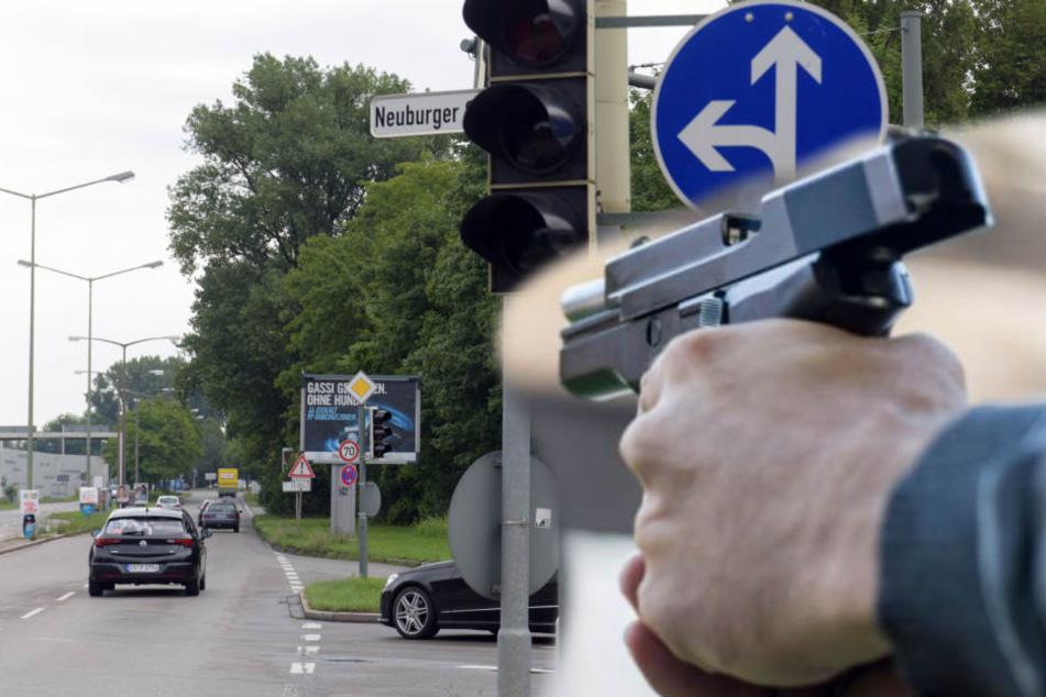 Anstatt sich mit dem Mann auszusprechen, zog der Thüringer eine Waffe. (Symbolbild)