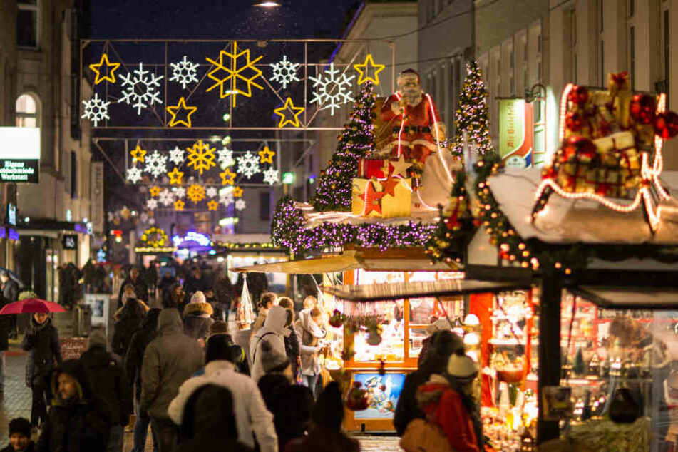 Am Weihnachtsmarkt in Merseburg wurde ein herrenloser Koffer gefunden. (Symbolbild)