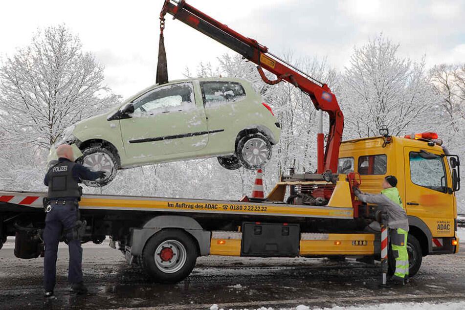Der Renault war nicht mehr fahrbereit und musste abgeschleppt werden.