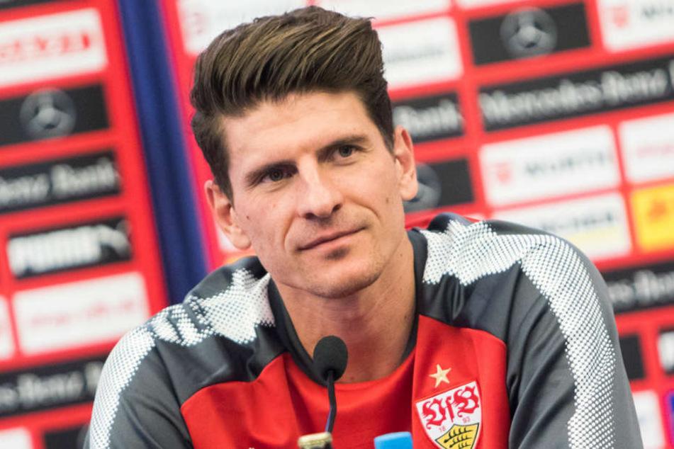 """Ist zu """"tausend Prozent"""" davon überzeugt, dass der Cannstatter Club nicht absteigt: Mario Gomez."""