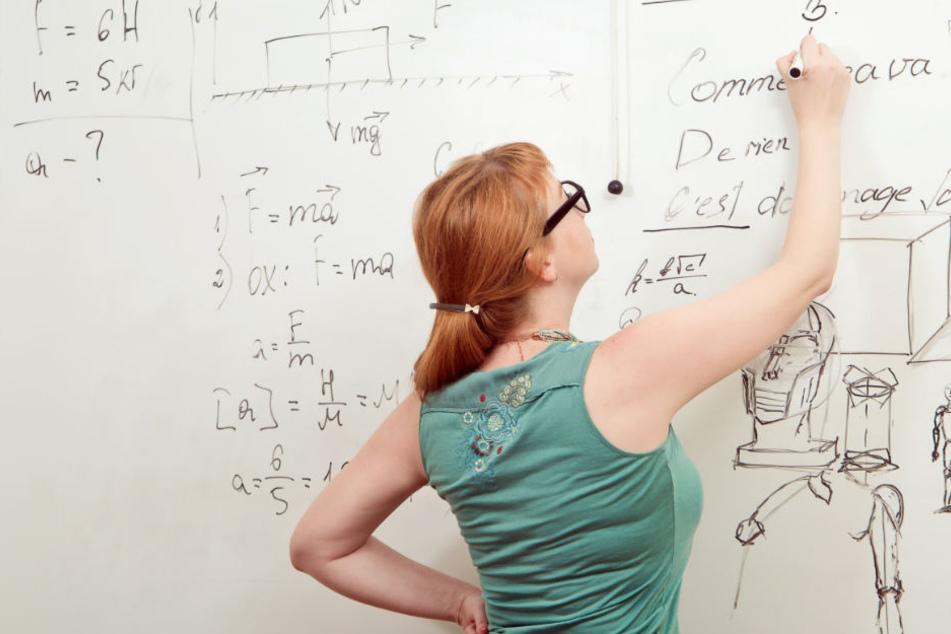 Geöffnete Prüfungs-Unterlagen waren bei Lehrerin zu Hause