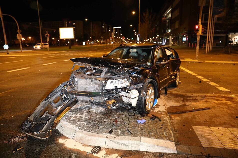 Fünf Verletzte nach schwerem Kreuzungscrash in Rostock