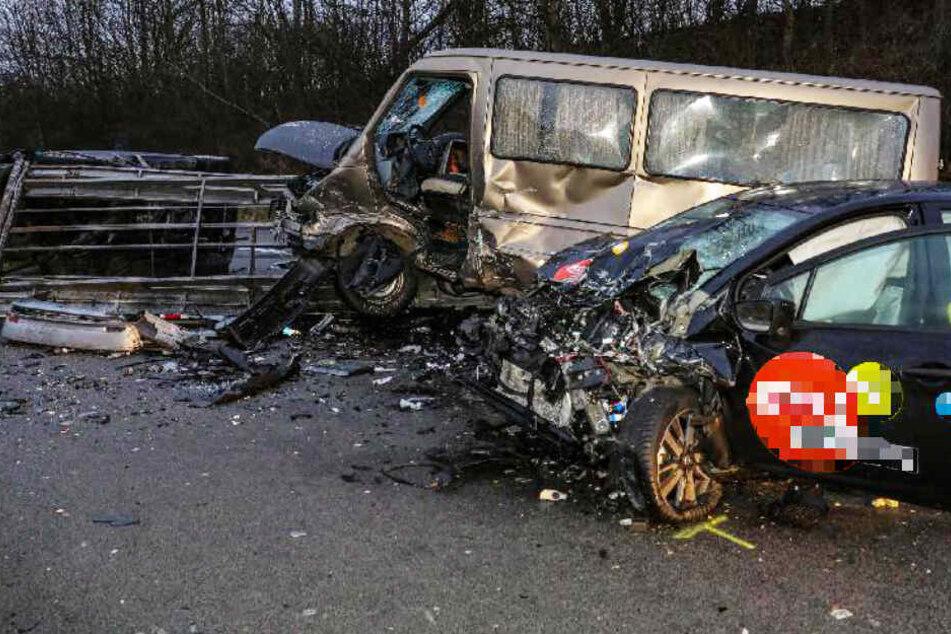 Bei einem schrecklichen Unfall auf der A3 ist ein Mensch ums Leben gekommen.