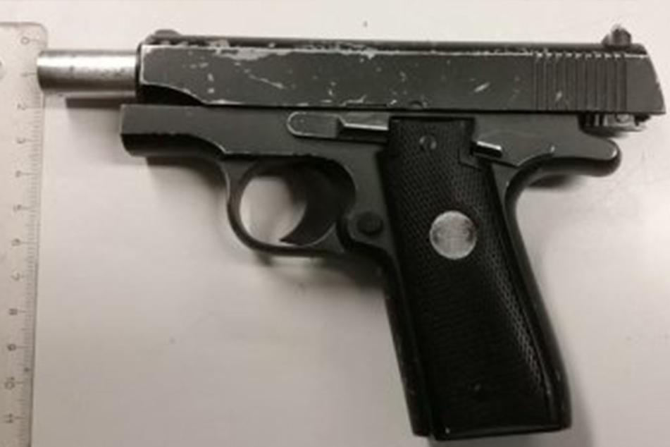 In Görlitz bedrohte ein betrunkener 18-Jähriger mit dieser Pistole einen Polizisten.