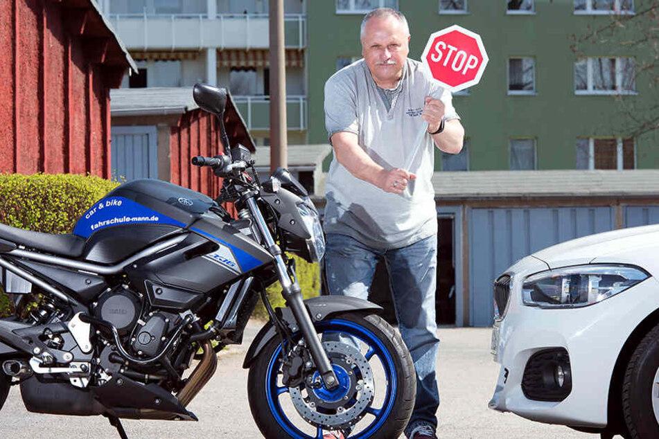 Stopp dem Unfall-Wahnsinn: Fahrlehrer Dietmar Mann (63) fordert mehr Toleranz bei Auto- und Motorradfahrern.