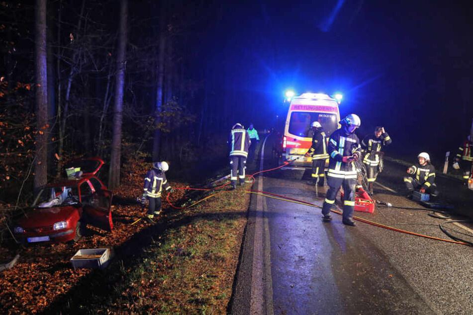 Rettungswagen und Feuerwehr vor Ort.