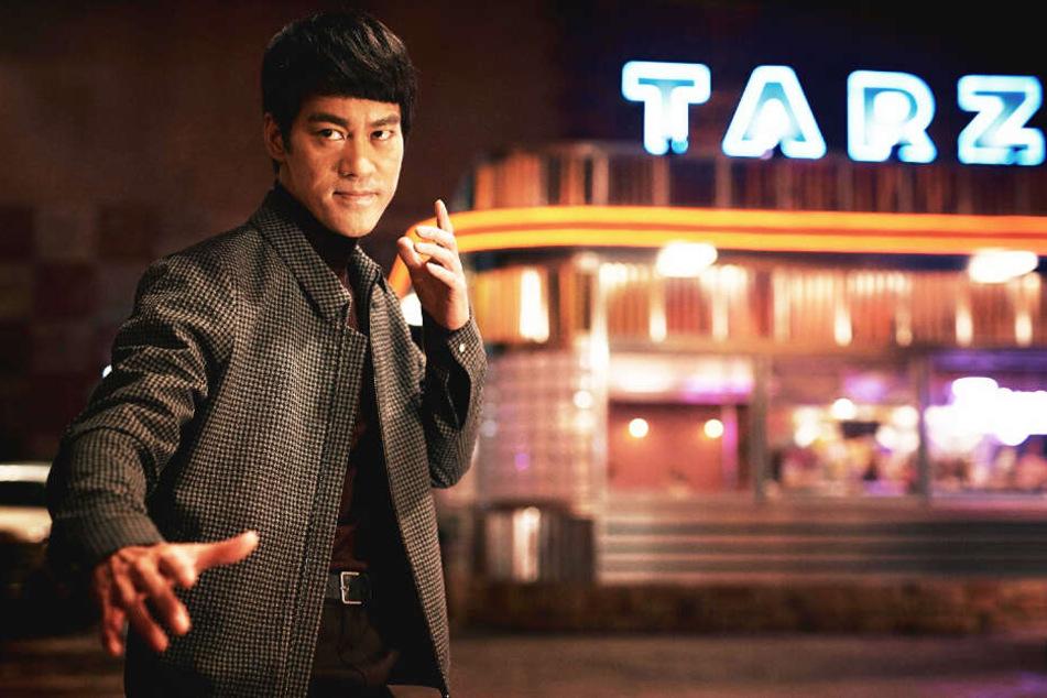 Bruce Lee (Danny Chan) lädt Ip Man in die USA ein, wo er seine Kampfkünste demonstriert.