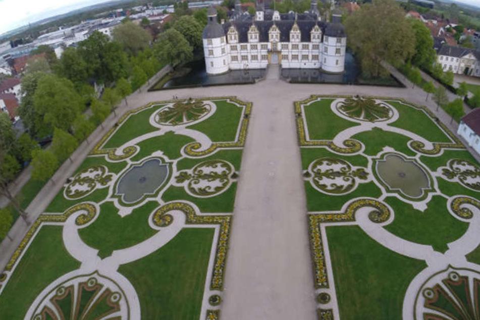 Im Schlossgarten in Neuhaus finden regelmäßig Veranstaltungen statt.