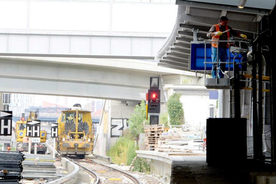 Ab Montag rollen im Bahnhof Ostkreuz wieder die S-Bahnen entlang. Bis dahin wird an den letzten Feinheiten gearbeitet.