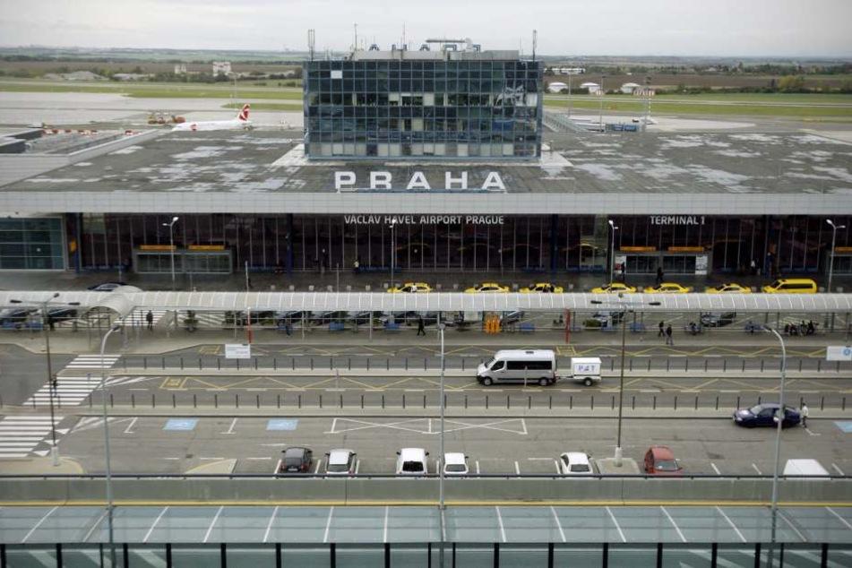 Der Prager Flughafen will mit  seinen Verbindungen und den günstigen Parkpreisen in Sachsen werben.